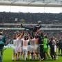 Bayerns Meisterstück: Party-Schreck Heynckes, Raubkopierer Schweinsteiger - http://jackpot4me.com/ergebnisselive/bayerns-meisterstuck-party-schreck-heynckes-raubkopierer-schweinsteiger/ - Die Rekord-Bayern haben ihr Ziel erreicht: Gegen Eintracht Frankfurt machten die Mnchner mit dem 1:0 den 23. Ligatitel perfekt. Dabei zeigte sich FCB-Coach Jupp Heynckes als Partyschreck, Bastian Schweinsteiger glnzte mit einer Raubkopie. Das Meisterstck im Spielfilm.