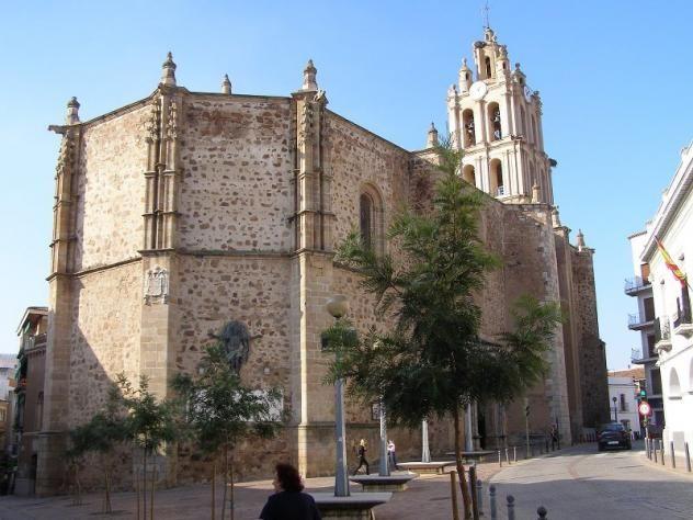 La Iglesia Parroquial de Almendralejo, bajo la advocación de Nuestra Señora de la Purificación.