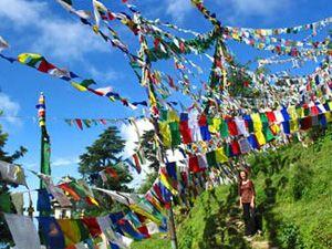 """Walking """"The Kora"""" in Dharamsala - Rickshaw Travel"""
