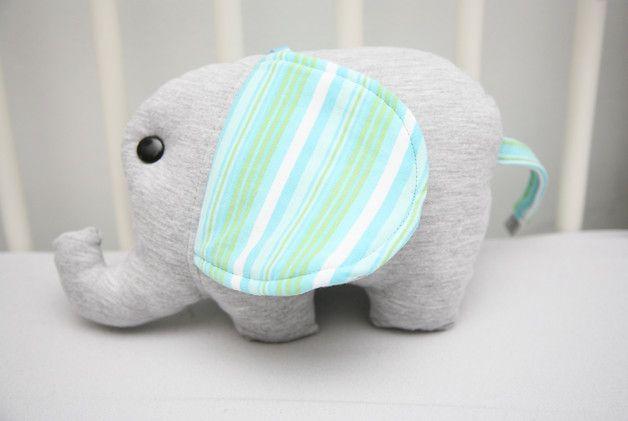 W roli głównej - sympatyczny słoń zawieszka. Z dzianiny t-shirt oraz bawełnianej…