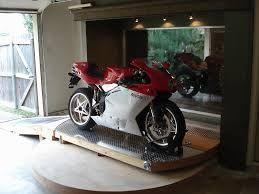 bildergebnis f r motorrad im wohnzimmer moto auto pinterest motorr der und wohnzimmer. Black Bedroom Furniture Sets. Home Design Ideas