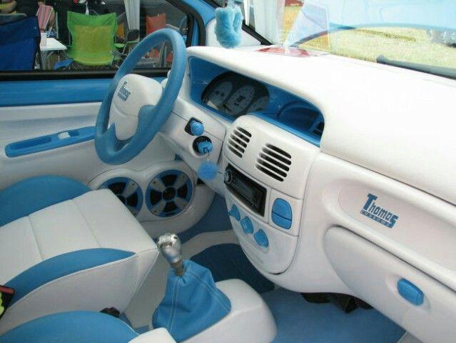 Twingo - interior blue and white