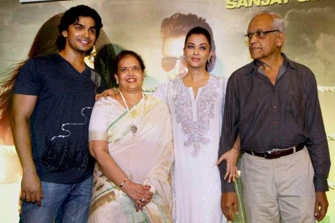 Aishwarya Rai With Her Parents Brother Couple Photos Aishwarya Rai Photo