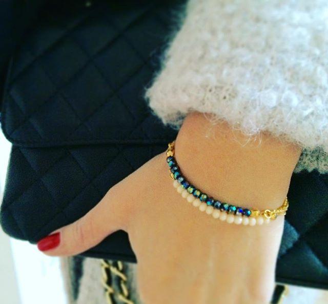 Diese filigranen Armkettchen (vergoldet, nicht nickelfrei) gibt es in verschiedenen Farben. Besonders schön ist es, mehrere Kettchen zu kombinieren.  #siamorejewelry#bracelets#perlen#fashion#autumnstyle#girlswithjewelry#dayandnight#schmuck#armkettchen#vergoldet#freundschaftsarmband#