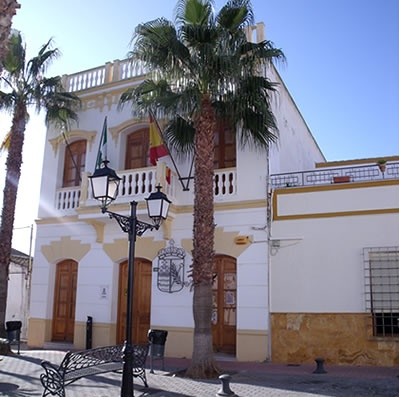 Los Gallardos town hall and plaza
