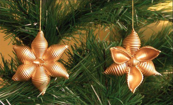cómo hacer copos de nieve de pasta adornos de árbol de oro artesanía de Navidad para los niños ~ buena Italia artesanal: