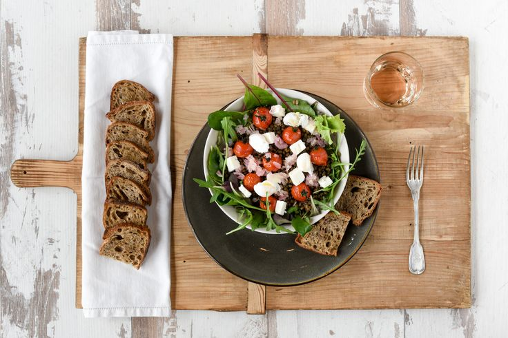 Linzensalade met geitenkaas en ei #linzen #salade #geitenkaas #ei #recepten
