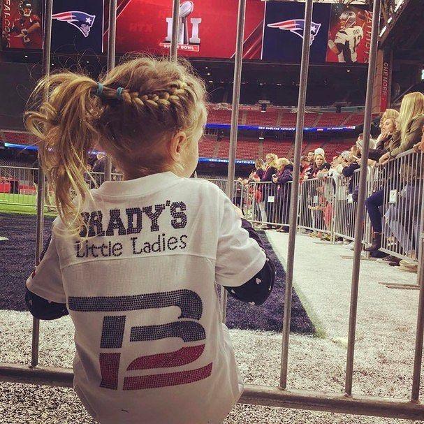 Regram da @gisele que mostrou que a família já está pronta para torcer por Tom Brady nessa final do #superbowl! #gopats #tombrady