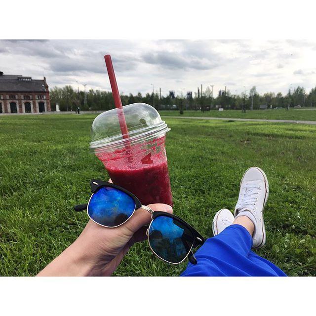 Takové správné prázdniny 🍹👍🏼 #Ostrava #relax #time #after #shopping #time #picnic #park #spring #june #fromwhereistand #costacoffee #instaphoto #fun #happy #happymemories #chill #vsco #dnesjem #dnespijem #dnesnosim