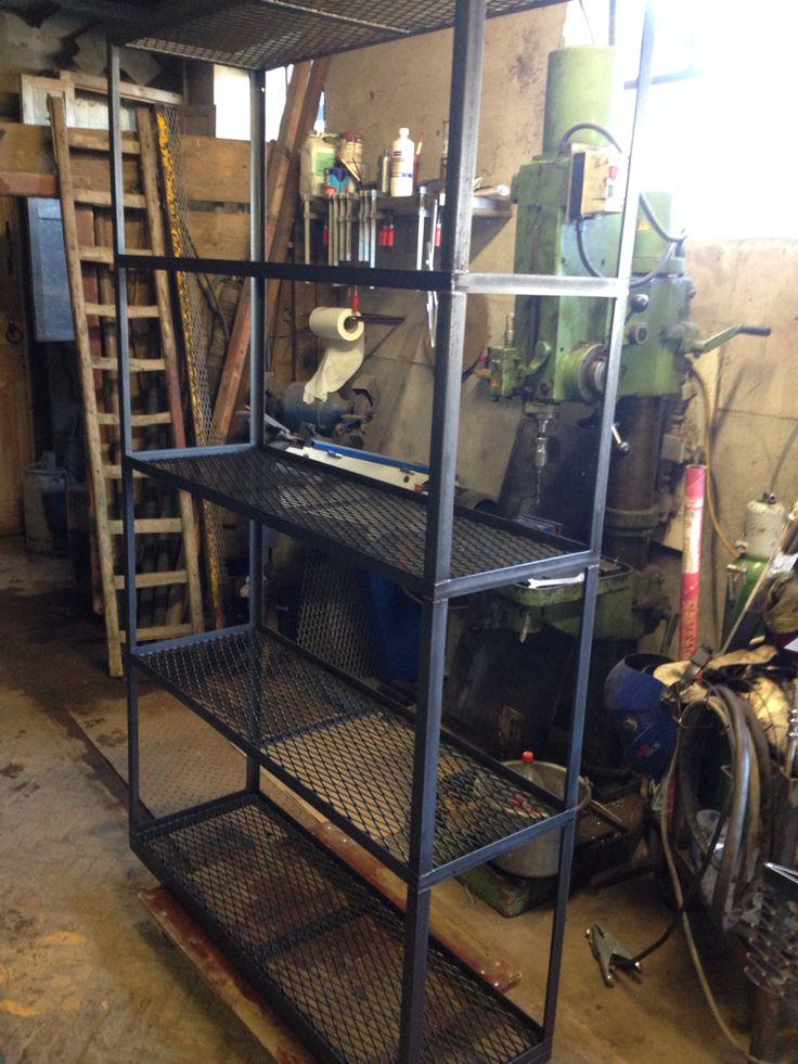 25 beste idee n over stalen meubelen op pinterest staal lassen en houten tafel - Roestvrijstalen kast ...