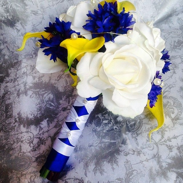 Bridesmaids bouquet with French knots stem wrap :) Such cheery colours, love the blue and yellow combo! #blueandyellowweddingflowers #blueandyellowwedding