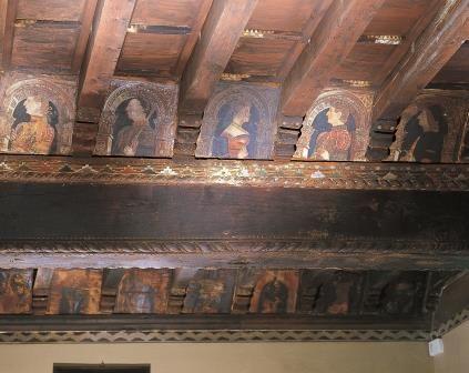 Dettaglio del soffitto policormo della Sala Antica nella Casa del Podestà