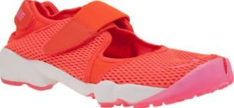 Nike Orange Air Rift Breathe Womens Trainers The infamous sneaker-sandal hybrid with the split-toe arrives for modern day, updated with a Nike Tech Ultramesh upper in neon orange. The Rift is complete with adjustable touch fastening straps for a http://www.comparestoreprices.co.uk//nike-orange-air-rift-breathe-womens-trainers.asp