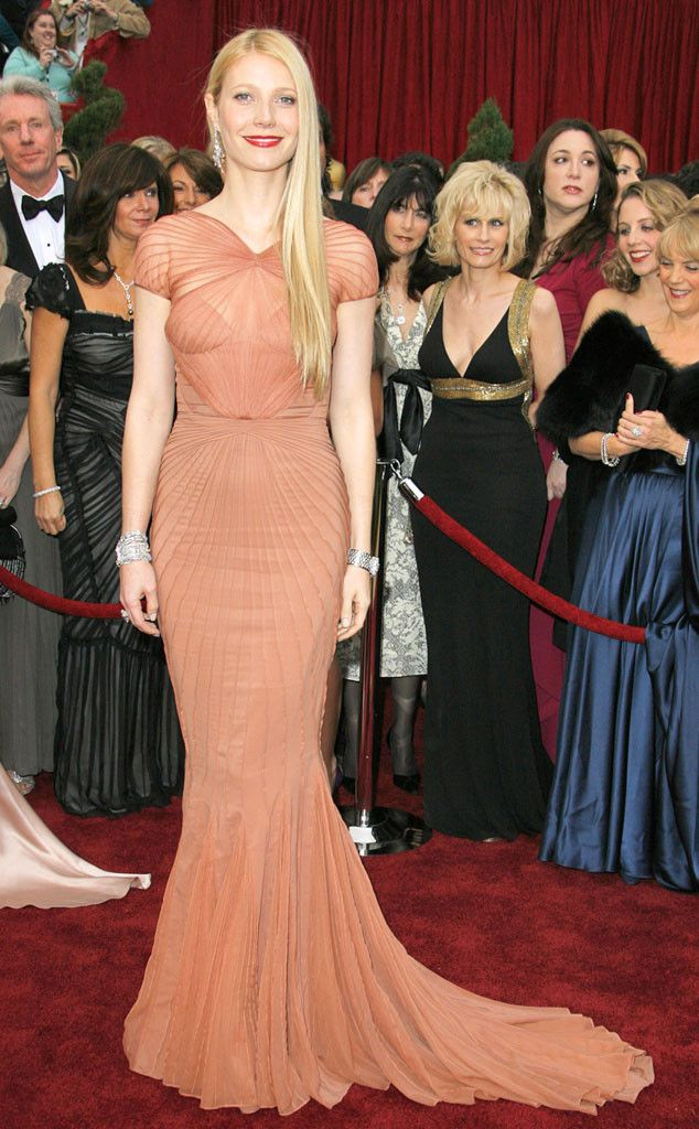 Gwyneth Paltrow attends at 2007 Oscars cremony