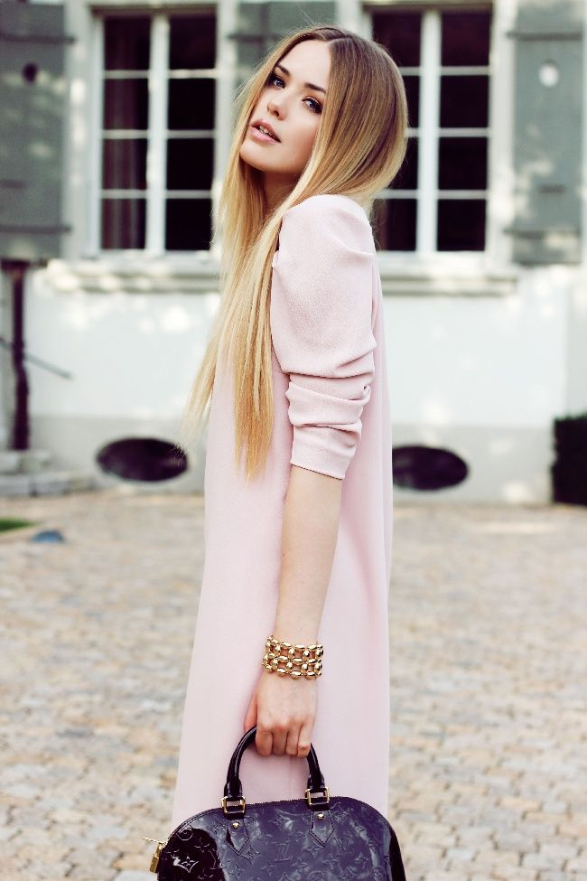 Her #ombre blond hair is wonderful and so straight like I want :) kayture.com Love the Zara dress!