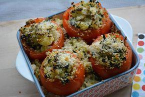 Gevulde tomaten met quinoa, spinazie, bloemkool en mozzarella voor dag 1 van Dagen Zonder Vlees. 10 SmartPoints bij Weight Watchers.