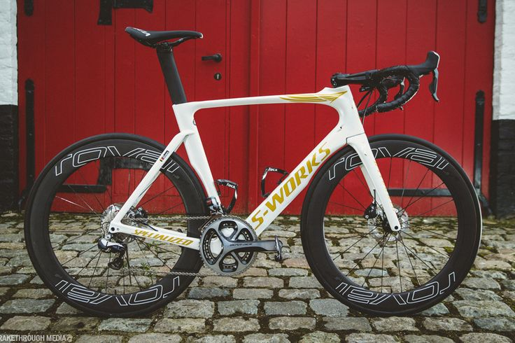 I don't usually like Specialized road bikes but Tom Boonen's Paris-Roubaix bike gave me a booner
