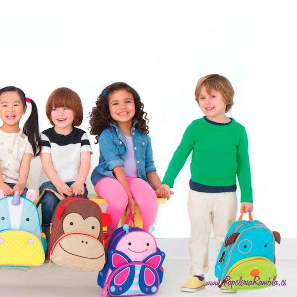 """¡Los detalles caprichosos y los materiales duraderos hacen esta la mochila #ZooBaby el #regalo perfecto!   Con 25 animales diferentes del zoo aguanta fácilmente todos los suministros que su #niño puede necesitar para un día ocupado de """"trabajo"""" y #jugar en el #preescolar, y el bolsillo lateral de malla se ajusta para encajar en una caja de jugo, una taza o una botella de agua. #materialescolar #vueltaalcole2017 #vueltaalcole"""