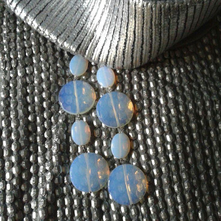 Orecchini realizzati con opale
