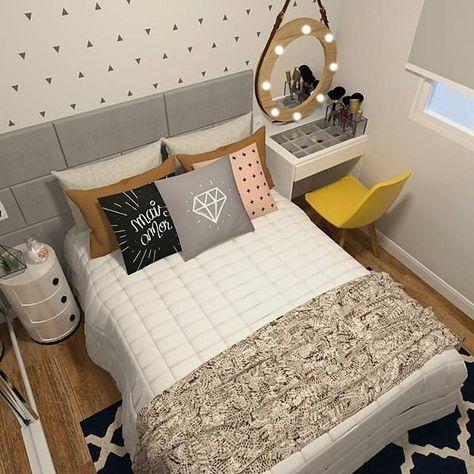 O @meuape34 está reformando o seu pequeno apê e eu adorei o projeto do quarto casal, pois também farei uma cabeceira parecida e um cantinho de makes ao lado da cama futuramente E esse tapete, gente?