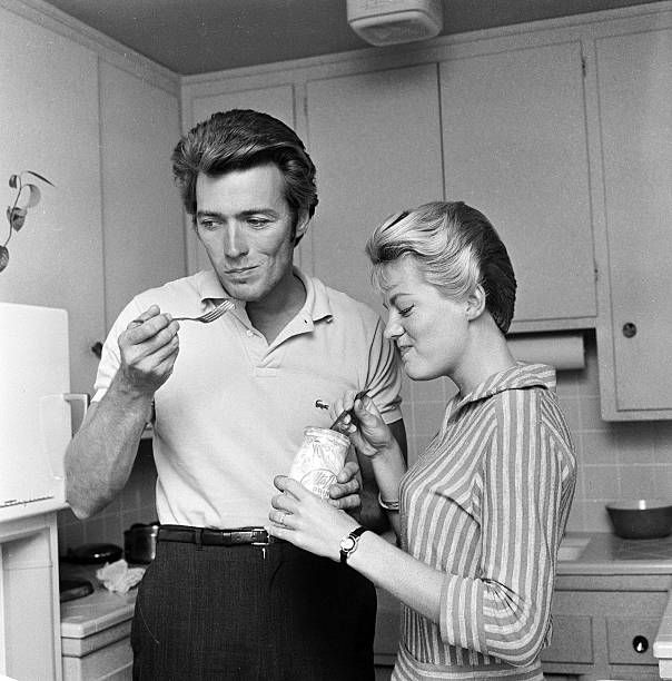 October 1 1959 Clint Eastwood at home with his wife Maggie having a midday snack