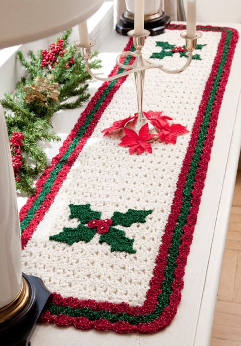 Holiday Table Runner Roundup! | 7 free patterns for holiday table runners ♪ ♪ ... #inspiration_crochet #diy GB