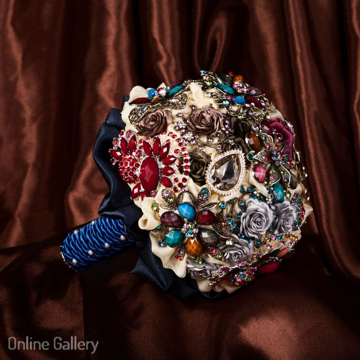 Buchet din brose albastru #brooch bouquet #wedding #handmade #art #broochbouquet