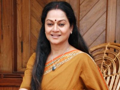 Zarina Wahab as Ajay Devgn's mother in Himmatwala remake!