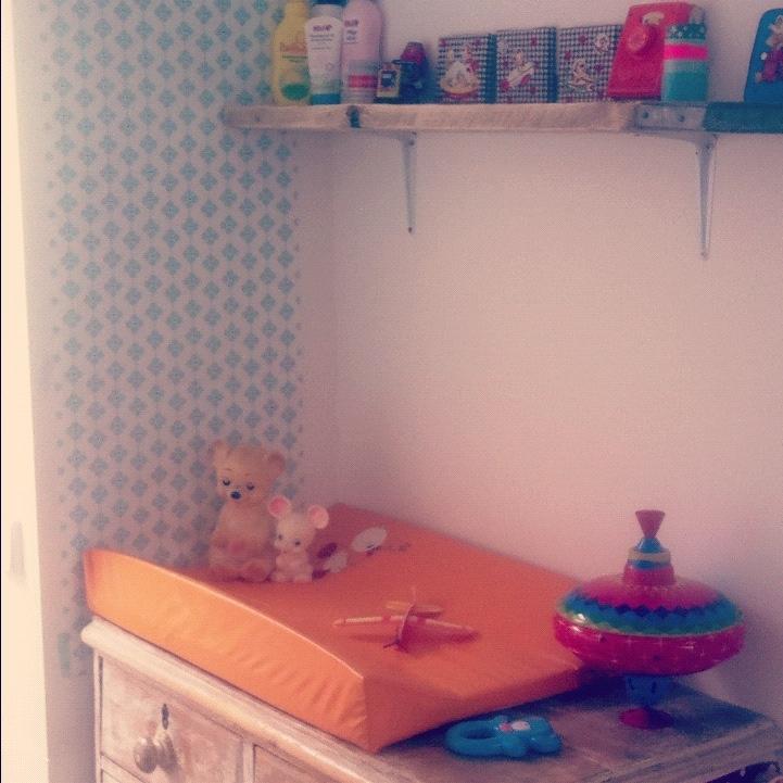 Robbie en Lizzie's cosy vintage nursery corner!!