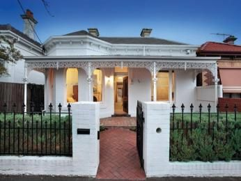 Brick queen anne house exterior with brick fence & hedging - House Facade photo 1603013