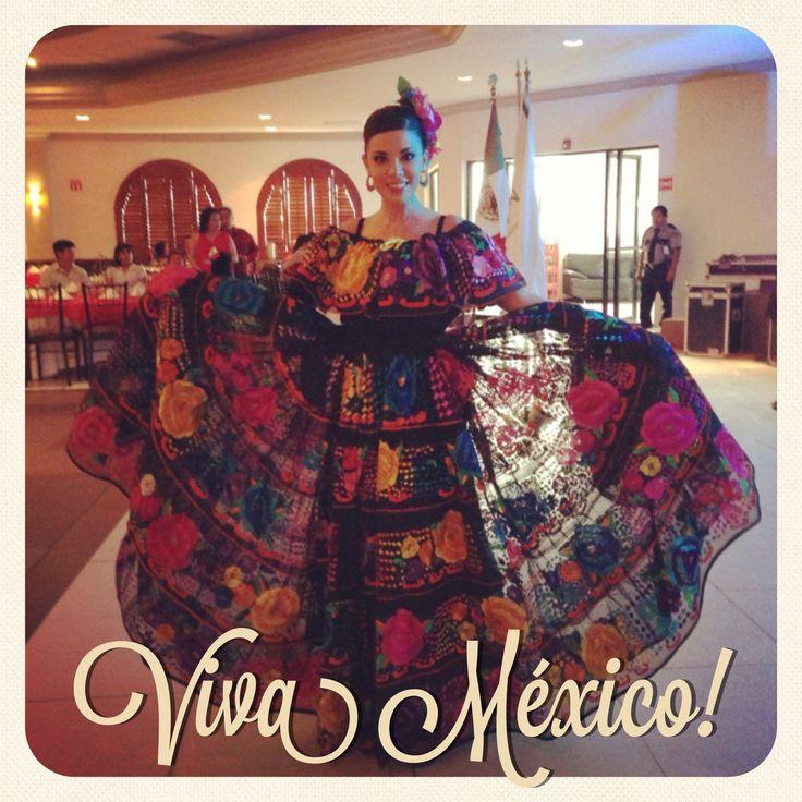 Traje típico de Chiapa de Corzo que orgullo portar este vestido realizado por manos de artesanas Chiapanecas, hilo de seda y colorido inigualable VIVA MÉXICO!