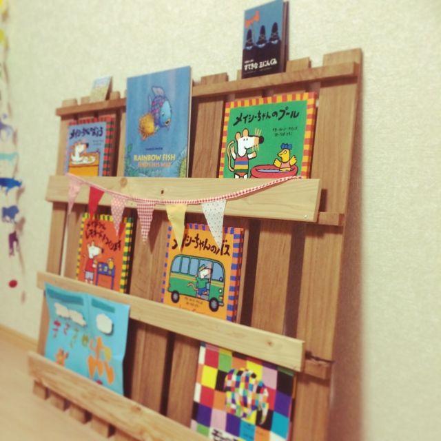 NaMISAnさんの、100均,百均,すのこ,一人暮らし,DIY,ミニ絵本,見せる絵本,本棚DIY,絵本,絵本棚 手作り,メイシーちゃん,にじいろのさかな,リビング,のお部屋写真