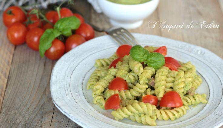 Amici oggi vi presento una buonissima idea per pranzo la mia pasta crema di zucchine pomodoro e basilico... Buonissimo davvero