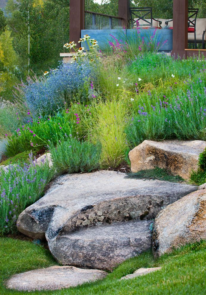 Best 20 traditional landscape ideas on pinterest for Hillside rock garden designs