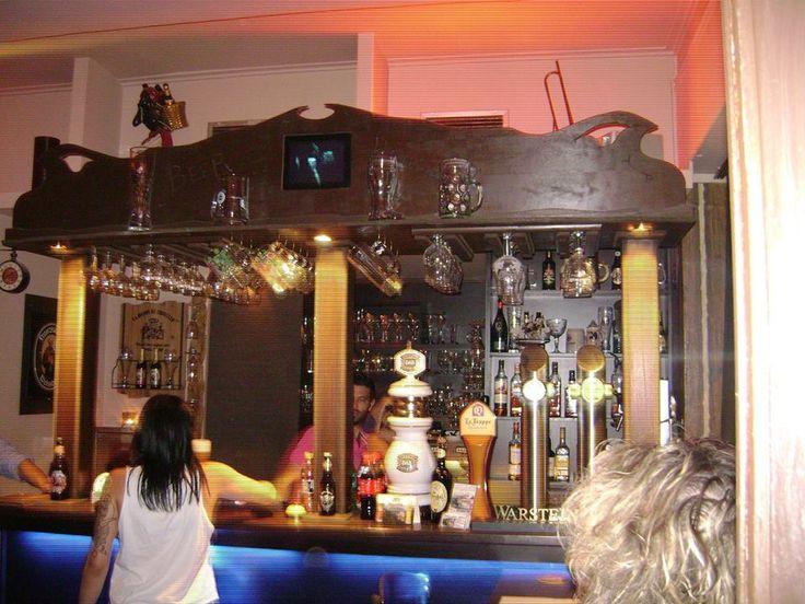 """Κλασσικό στυλ για το """"Beer House"""" στον Κορυδαλλό."""