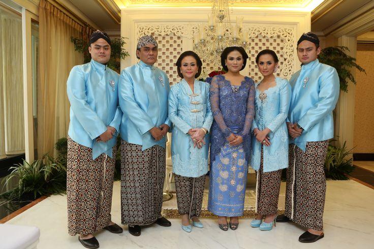 Siraman adat Jawa dipandu oleh Mamie Hardo - www.thebridedept.com