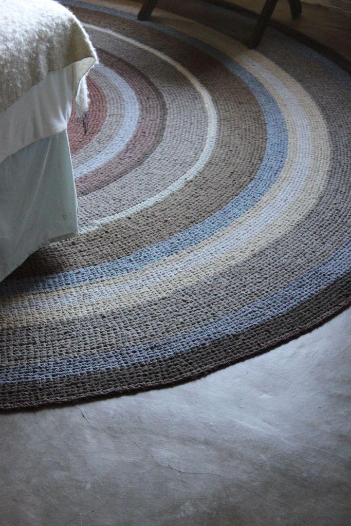 Crocheted round carpet