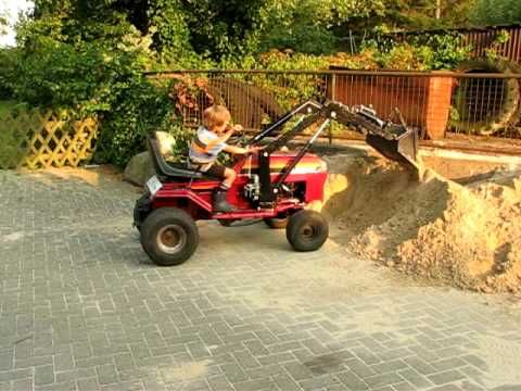 die besten 25 traktor mit frontlader ideen auf pinterest. Black Bedroom Furniture Sets. Home Design Ideas