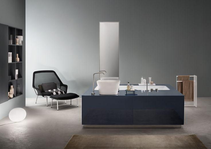 Frontal Bathtub - Washbasin SYSTEM in indigo blue glass consisting of STYLE bathtub, LOOP L washbasin and DOUBLE FACE MIRROR.