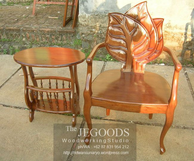 Indonesian carving terrace chair. Solid teak finished with natural brown color. Beautifully hand carved by Jepara craftsmen.  Set Kursi Teras Ukir Jati Jepara.  Kursi Teras Etnik Ukir Daun Jati Jepara.