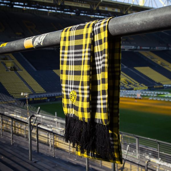 This BVB plaid scarf has the BVB emblem on one side with an embroidered BVB logo on the opposite side. Want it? Get it! EN http://www.bvbfanshop.com/stores/bvb/en/product/bvb-karo-pattern-scarf/138439 DE https://shop.bvb.de/artikel/BVB-Schal-mit-Karomuster-10116600?utm_source=pinterest&utm_medium=pin&utm_campaign=10116600