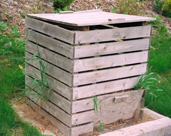 pallet compost bin- we need something like this for our all lovely chicken hay and manure!