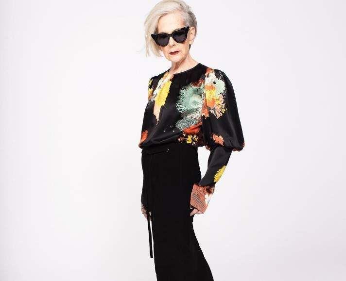 Последние несколько лет рынок рассматривает старость как повод выйти за рамки восприятия моды: возраст никогда не станет помехой для интереса к модной индустрии, что доказывают женщины преклонного возраста, которые способны задать фору любому фэшн-блогеру. Одной из таких женщин является Лин Слейтер — 63-летний профессор социологии в Нью-Йорке. Лин начала вести свой блог о стиле три года назад под