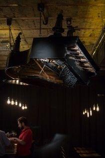 Interbelic Victoria te transportă într-un bar new-yorghez din anii '20-'30, în vremea Prohibiției