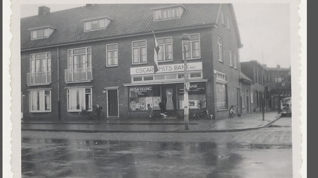 Oscar Smitsbank hoek Minahassastraat /Rijkstraatweg ong 1950