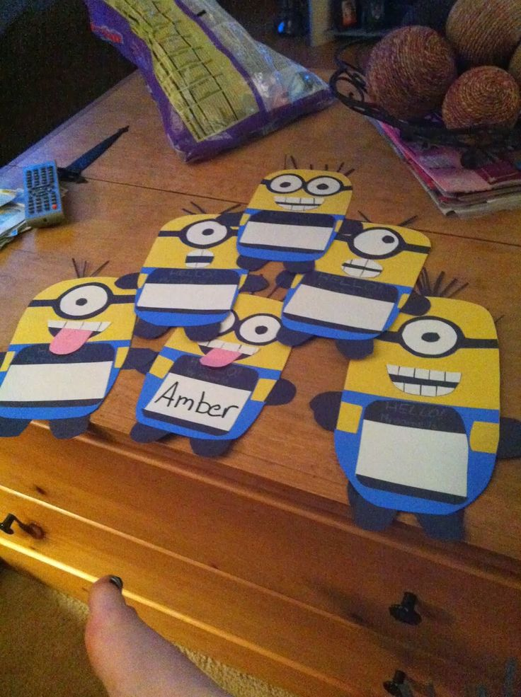 Corner Alternate: Decorate Classroom with Minions - Part 1