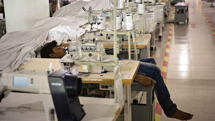 Produksjon og eksport av klær er den viktigste faktor til økonomisk vekst og utvikling i Bangladesh og Kambodsja.