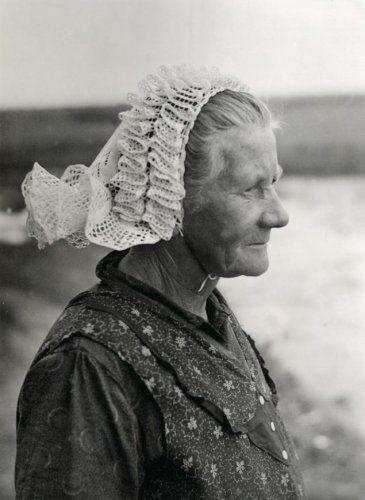 Draagster is een vrouw uit het gehucht Nederland, provincie Overijssel.