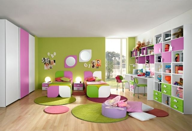ameublement chambre enfant pour filles en vert, blanc et rose