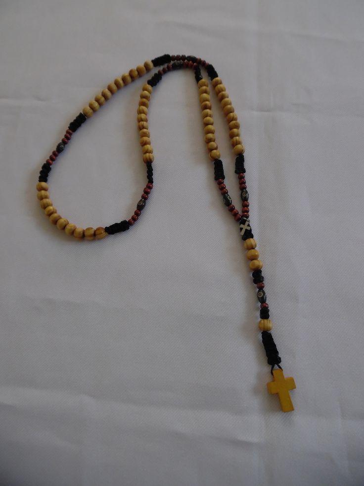 Chapelet catholique, perles en bois clair rayé, bois foncé, croix. : Bijoux pour hommes par crea-039-martine